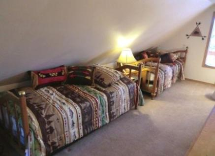 Twin Rocks Cabin Trundle Beds